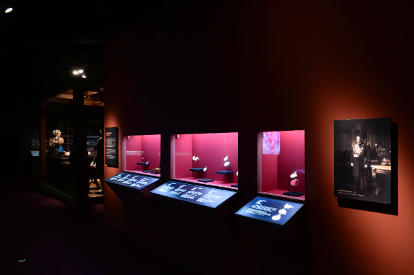 "Vitrine de l'exposition ""Geneva at the Heart of Time"" au Capital Museum de Beijing, 2015 © Vacheron Constantin"
