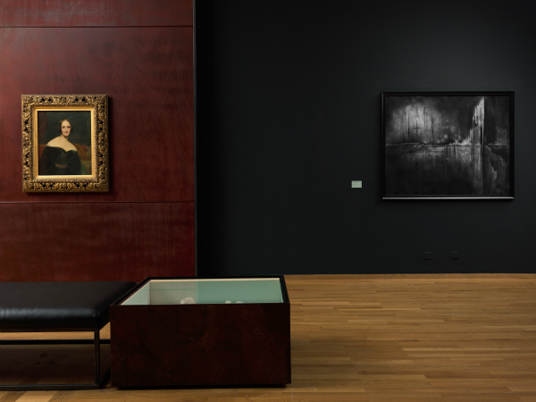Vue de l'exposition: Richard Rothwell, Mary Wollstonecraft Shelley, exposé en 1840. National Portrait Gallery, Londres; Sandrine Pelletier, Calvin City, 2010. Collection privée; photographie: Sandra Pointet